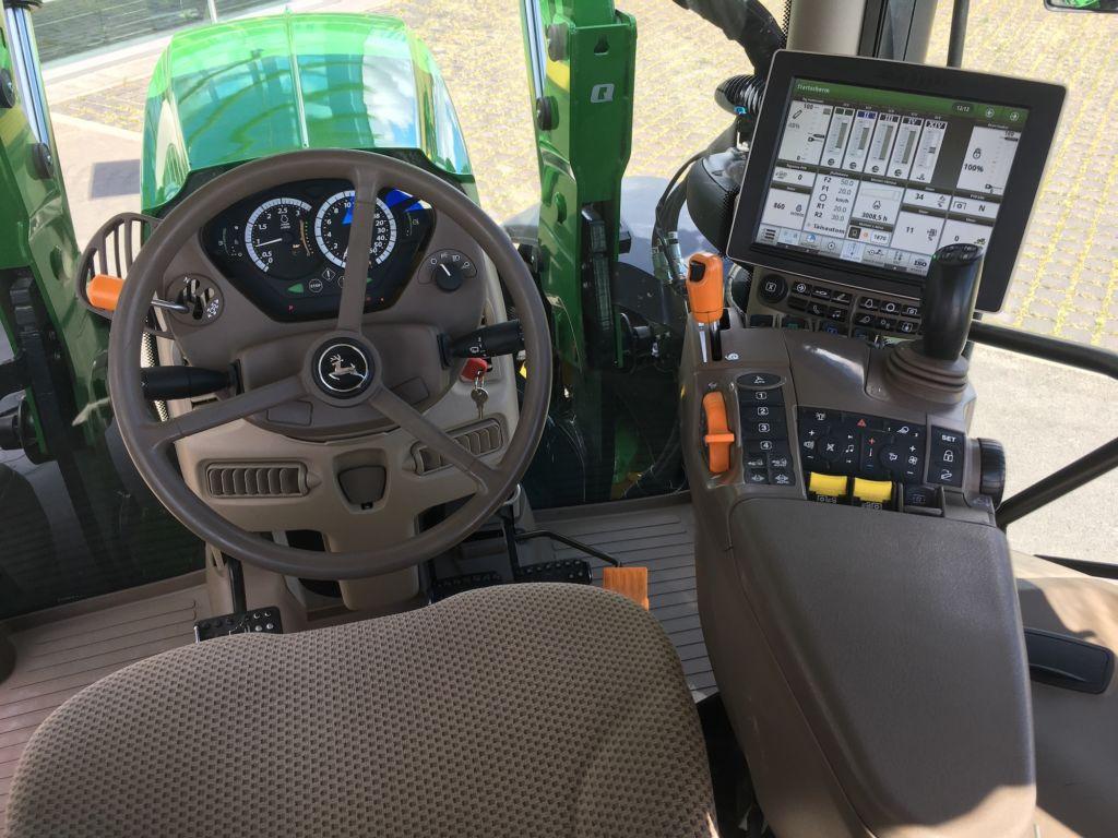 Rendi traktor John Deere 6215R sees